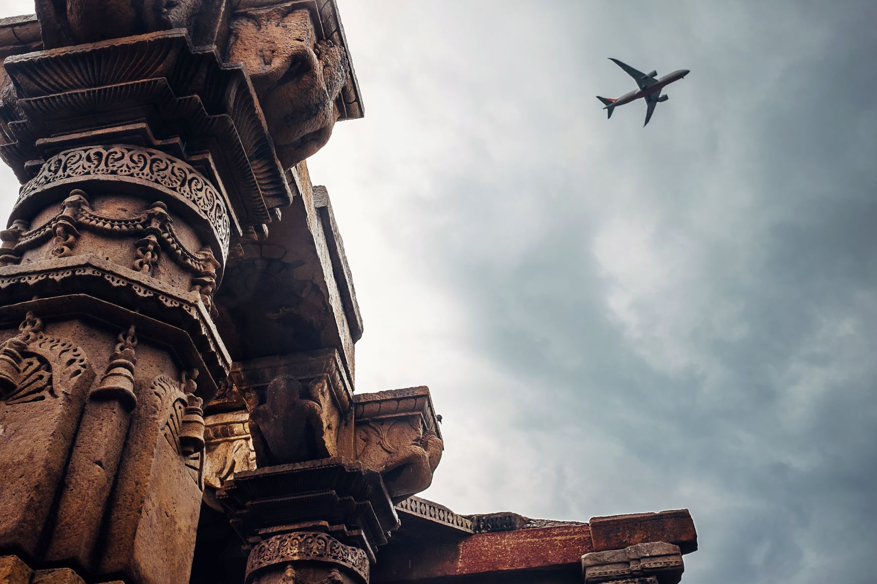 Image of Qutb Minar with airplane