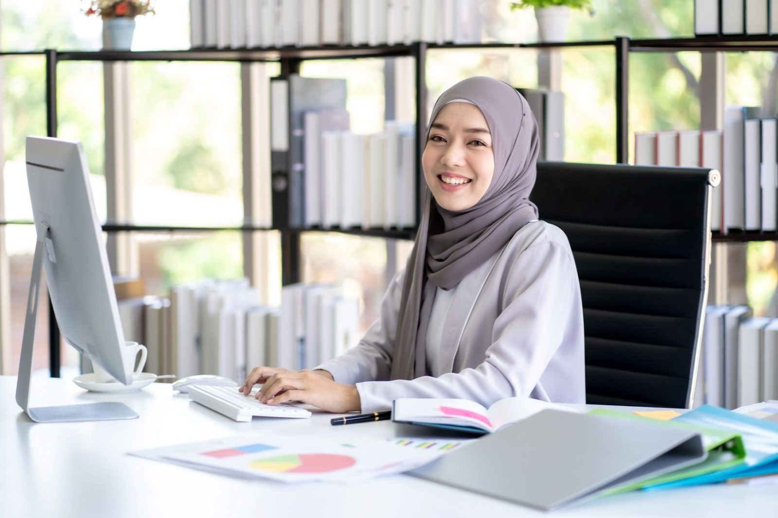 Image of Indonesian woman at her laptop