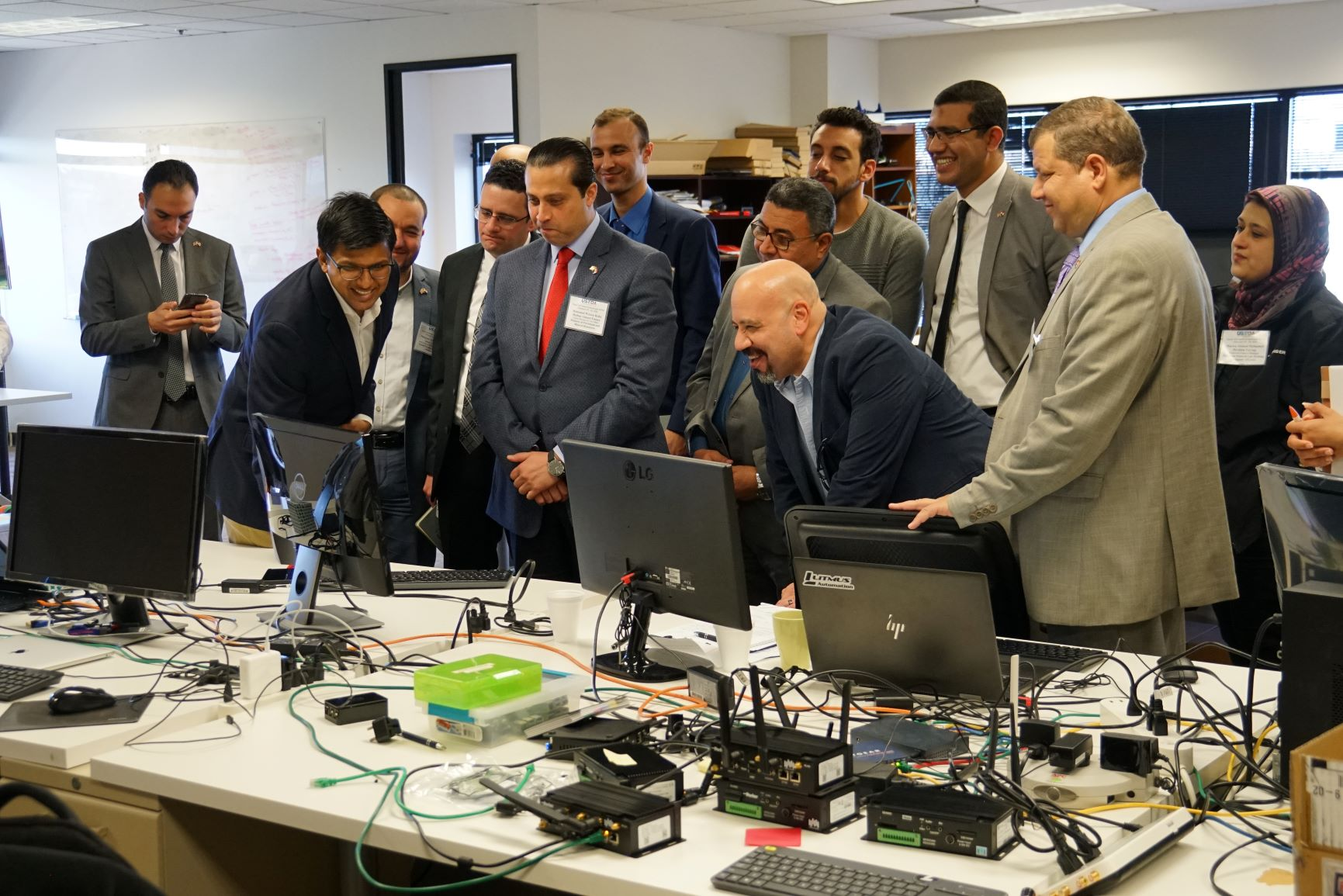 photo of USTDA delegates from Egypt viewing US information technology