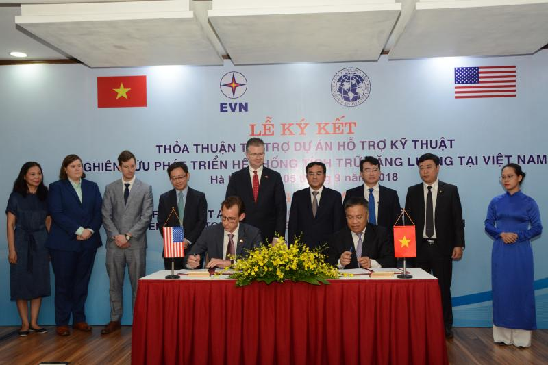 Front Row: (left to right) David Ross, USTDA Dinh Quang Tri, EVN Acting President & CEO