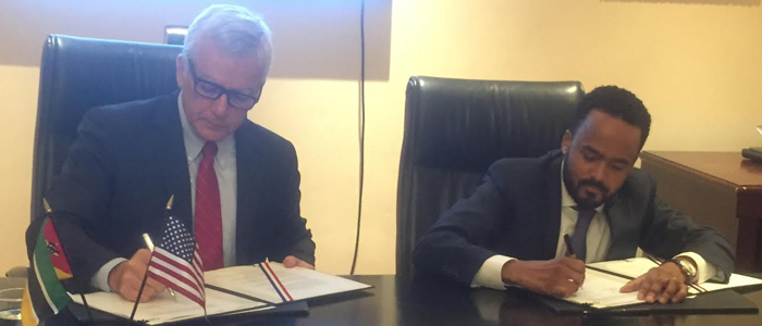 Ambassador Dean Pittman, U.S. Ambassador to Mozambique (left), signed the grant on behalf of USTDA along with Mr. Carrilho at a ceremony in Maputo, Mozambique.