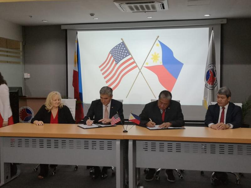 The Honorable Sung Kim (center, left), U.S. Ambassador to the Philippines signs USTDA's procurement assistance grant alongside Secretary Arthur Tugade of the Philippines DOTr.